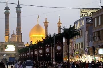 تصاویر/ سیاهپوش کردن حرم حضرت معصومه(س) در آستانه ماه محرم