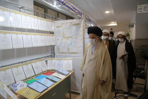بازدید آیت الله حسینی بوشهری از نمایشگاه دستاوردهای معاونت آموزش حوزه