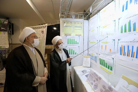 بازدید آیت الله اراکی از نمایشگاه دستاوردهای معاونت آموزش حوزه