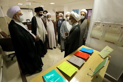 بازدید حجت الاسلام والمسلمین عباسی رئیس جامعة المصطفی العالمیه از نمایشگاه دستاوردهای معاونت آموزش حوزه
