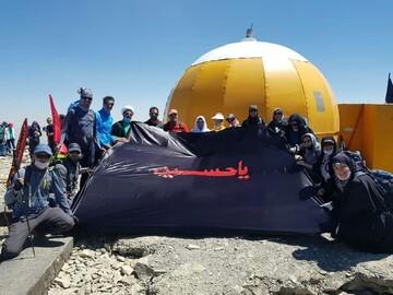 فیلم و عکس | نصب بیرق عزای امام حسین(ع)  بر قله توچال