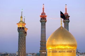 تصاویر/ آئین تعویض پرچم گنبد حرم حضرت فاطمه معصومه(س) در شب اول محرم