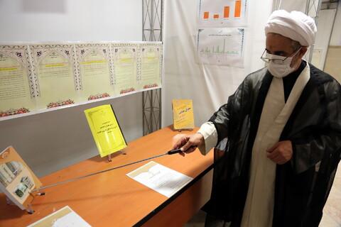 بازدید رئیس مجمع نمایندگان طلاب و فضلای حوزه از نمایشگاه دستاورده های معاونت آموزش حوزه