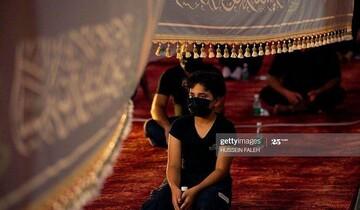 فوکوس لنز دوربین روزنامه گاردین بر عزاداری با رعایت دستورالعملهای بهداشتی