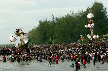 مراسم «تابوک» یا «تابوت گردانی»؛ سنت شیعیان اندونزی در عاشورا