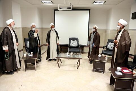 بازدید آیت الله رجبی عضو شورای عالی حوزه از نمایشگاه دستاوردهای معاونت آموزش حوزه