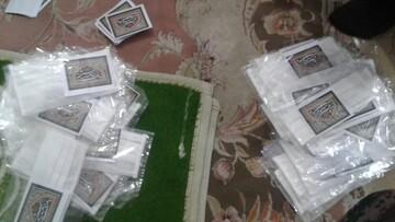 بالصور/ توزيع الكمامات من قبل طلاب مدرسة الإمام علي (ع) العلمية في أيام محرم بمدينة سلماس الإيرانية