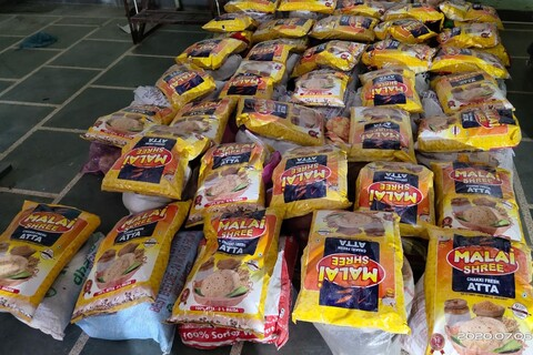 توزیع بستههای غذایی بعنوان احسان و کرامت رضوی در هندوستان