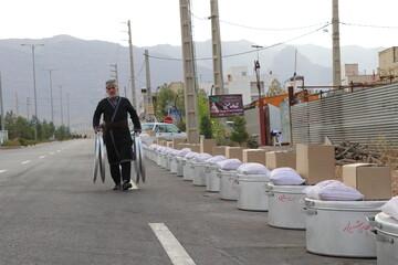 تصاویر/ اجرای طرح «نذرواره حسینی» قشقاییها شیراز در قالب بستههای معیشتی