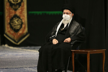 قائد الثورة يشارك في مراسم ليلة تاسوعاء الامام الحسين (ع)