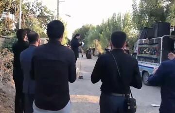 فیلم | نوحه خوانی حاج محمود کریمی روستاهای اطراف شهر ری تهران