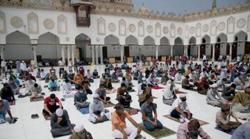 Egypt mosques reopen for Friday prayers