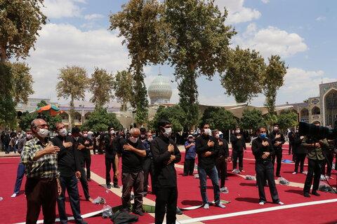 تصاویر| اقامه نماز تاسوعای حسینی در جوار سومین حرم اهل بیت(ع)