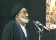 فیلم | روضه خوانی مرحوم کوثری در حضور رهبر انقلاب عاشورای ۶۹