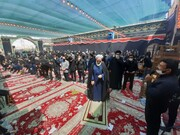 فیلم | اقامه نماز ظهر عاشورا در امامزاده سلطان امیراحمد(ع) کاشان