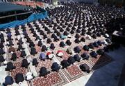 تصاویر/ اقامه نماز ظهر عاشورا در حرم حضرت معصومه(س)