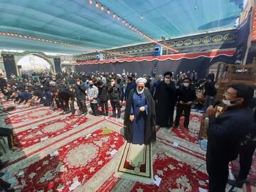 تصاویر/ مراسم سوگواری و اقامه نماز ظهر عاشورا به امامت آیت الله سلیمانی در کاشان