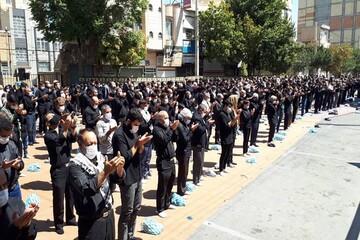 تصاویر/  عزاداری و اقامه ظهر عاشورا در خیابان سرداران ارومیه