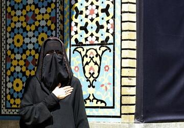 قرائت زیارتنامه حضرت معصومه(س) به طور همزمان با مشارکت گسترده بانوان