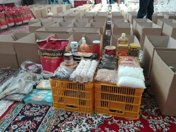 توزیع بسته های غذایی میان اقشار نیازمند ایرانی و غیرایرانی