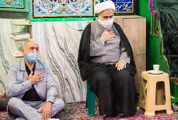 ارادت به امام حسین(ع) را با پیروی از آرمانهای حسینی نشان دهیم