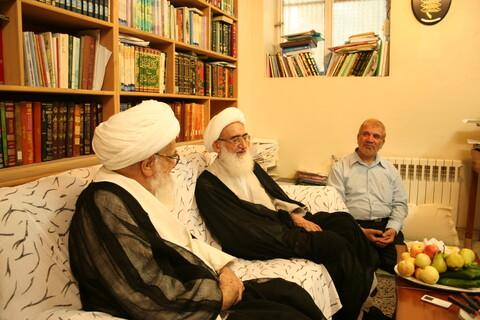 تصاویر آرشیوی از دیدار آیات عظام صافی گلپایگانی و نوری همدانی در شهریور ۱۳۸۵