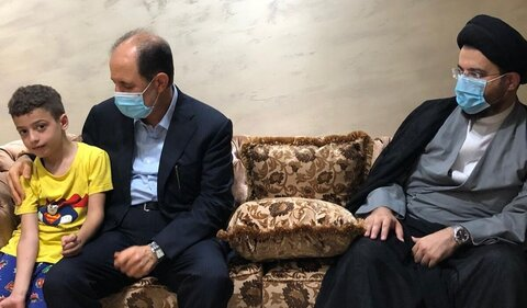 هیئتی از دفتر آیت الله العظمی سیستانی با خانواده قربانیان انفجار بیروت دیدار کرد