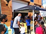 مسلمانان نیوجرسی ۴۰۰ کولهپشتی به کودکان هدیه کردند + تصاویر