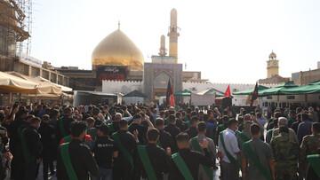 بالصور/ العتبة العسكرية المقدسة تقيم مراسيم التشييع الرمزي لنعش الإمام زين العابدين (عليه السلام)