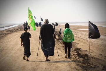 تصاویر/ آغاز پیاده روی زائران اربعین از جنوب عراق به سمت کربلا