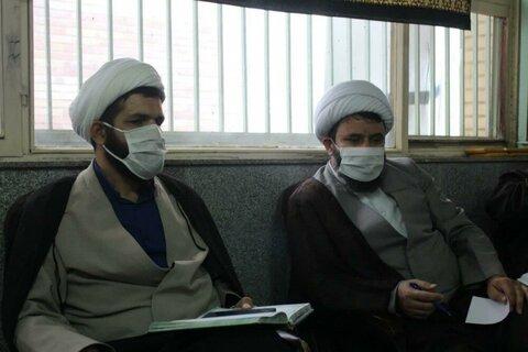 بالصور/ اجتماع مديري القسم التعليمي لمدارس العلمية بمحافظة كردستان غرب إيران