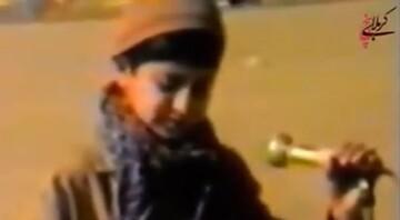 فیلم | مداحی محمدرضا طاهری در جمع رزمندگان پادگان دوکوهه سال ۶۳