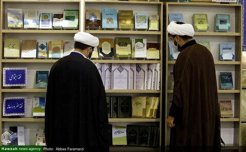 بالصور/ إقامة معرض لإصدارات مركز الأئمة الأطهار عليهم السلام الفقهي بقم المقدسة