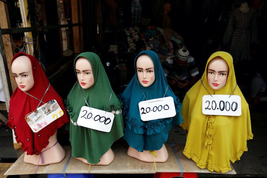 زنان مسلمان در سنگاپور مجبورند بین شغل و حجاب یکی را انتخاب کنند