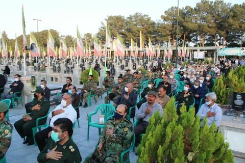 تصاویر/ آیین عطرافشانی وغبارویی گلزار شهدای کاشان به مناسبت هفته بسیج