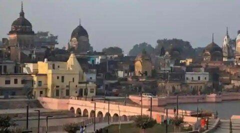 هندوها برای تخریب مسجد در مجاورت معبد دست به کار شدند