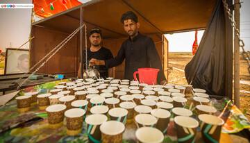 تصاویر/ پذیرائی از زائران اربعین حسینی در مسیر کربلا