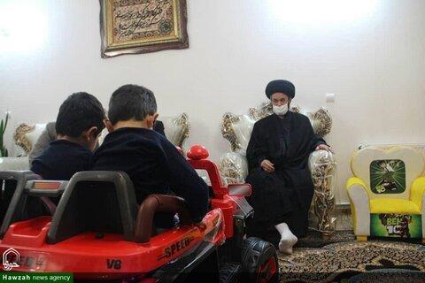 بالصور/ ممثل الولي الفقيه في محافظة أردبيل شمال غربي إيران يزور عوائل شهداء المدافعين عن المقدسات