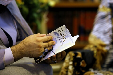 بازنشر تصاویر عیادت نمایندگان آیت الله اعرافی از استاد خوشنویس