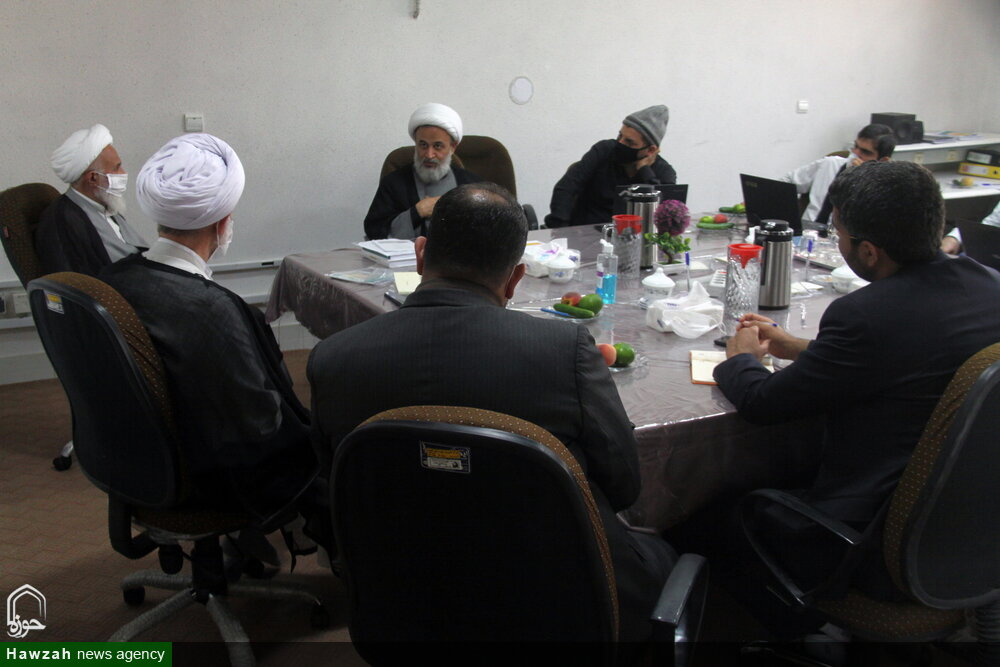 نشست بررسی الگوی اقتصاد مقاومتی مردم سالاری دینی با حضور حجت الاسلام والمسلمین پناهیان