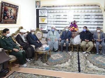 امام جمعه جدید چالدارن فعالیت خود را از دیدار با خانواده شهدا آغاز کرد + عکس