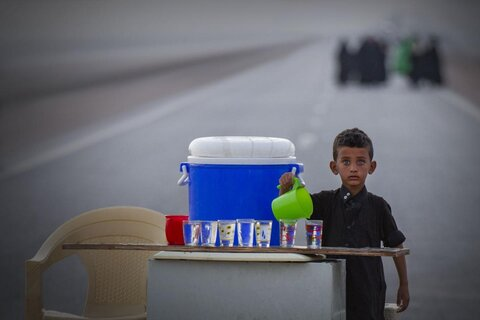 پیاده روی زائران اربعین حسینی در مسیر کربلای معلی (۲)