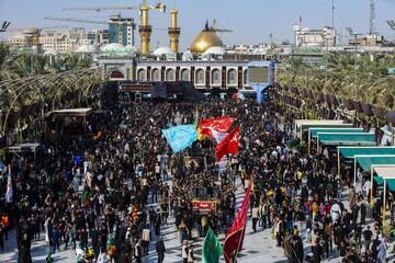 بالفيديو/ مواطن عراقي يبدي أسفه على عدم حضور الزائرين الإيرانيين في هذا العام ويزور نيابة عن قائد الثورة وعنهم