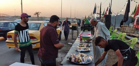 پذیرائی از زائران اربعین حسینی در مسیر کربلا