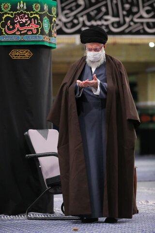 تصویری ویژه از رهبر انقلاب در حال اقامه نماز پس از قرائت زیارت اربعین