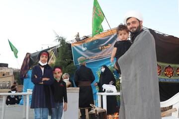 تصاویر/ حال و هوای زائران حسینی در بین الحرمین شیراز