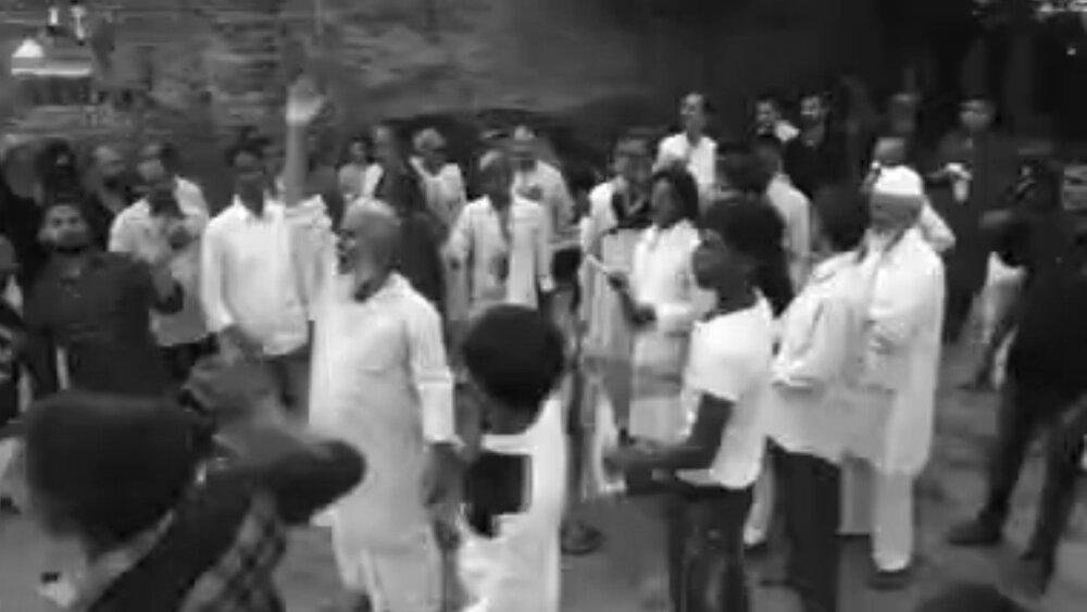 ہندوستان میں برادران اہل سنت امام حسین (ع) کا ماتم کرتے ہوئے