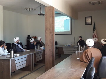جلسه توجیهی گروههای جهادی در حوزه علمیه آذربایجان شرقی برگزار شد