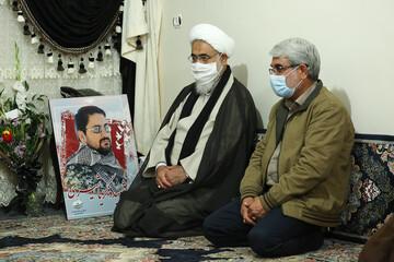 حضور امام جمعه قزوین در منزل شهید مدافع حرم زکریا شیری