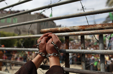 Palestinian prisoner's stage hunger strike as Hamas warns occupation will 'Pay Price'